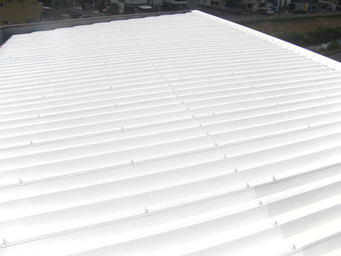 折版屋根遮熱塗装工事の工事写真