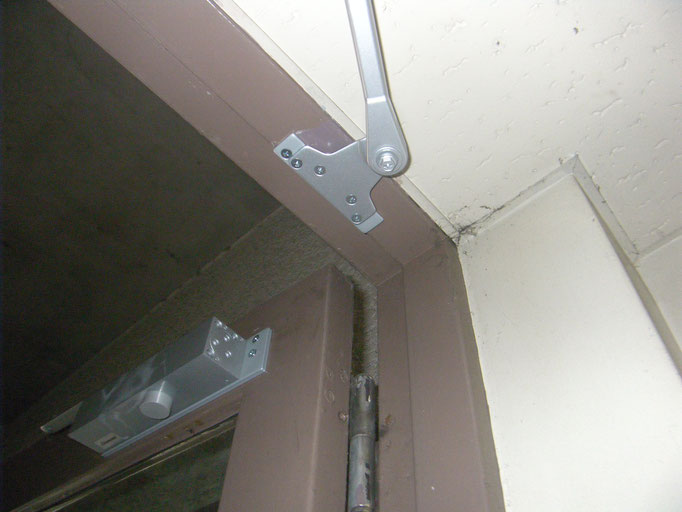 建具金物取替工事の工事写真