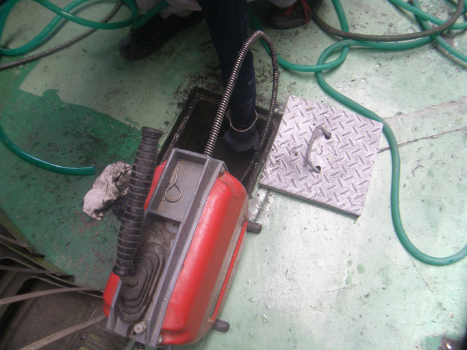排水管高圧洗浄工事の工事写真