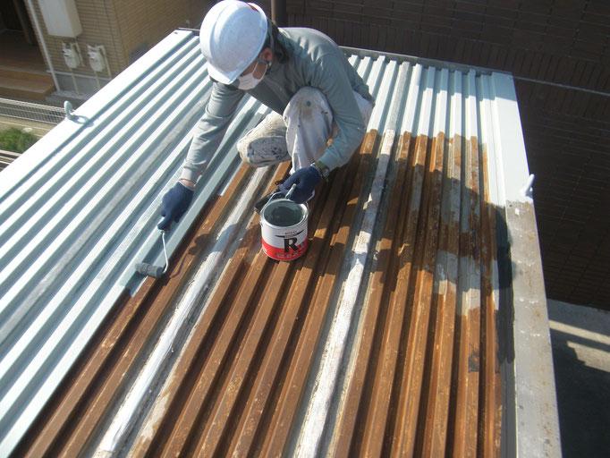 コンテナ屋根防錆塗装の工事写真