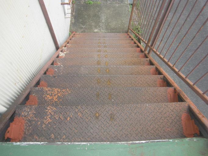 階段・通路の鉄骨補強の工事写真