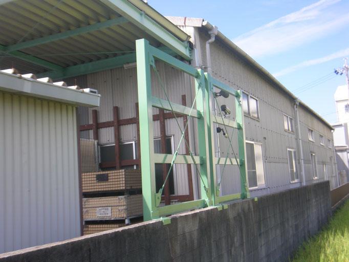 パレット転倒防止壁の工事写真