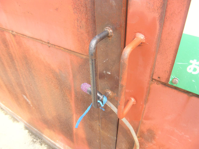鉄製引戸の戸車交換の工事写真