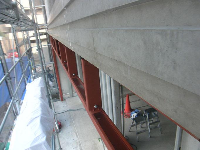 フロントサッシ鉄骨下地の工事写真