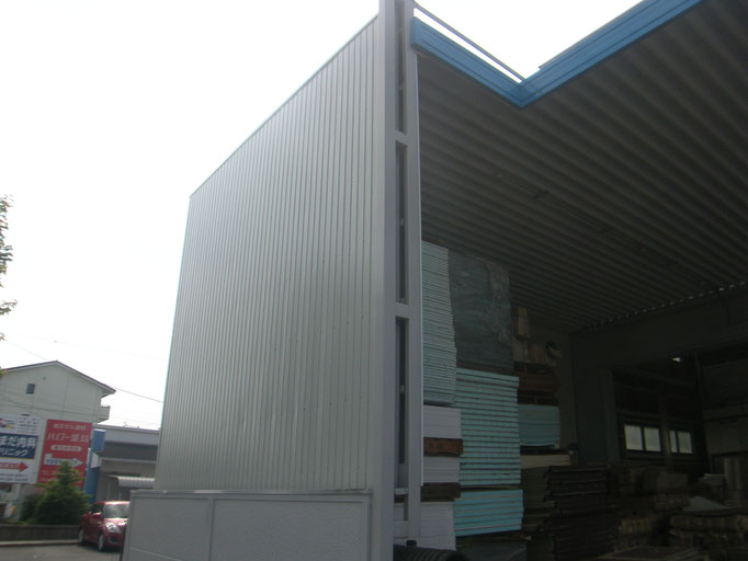 資材、製品置場壁改修の工事写真