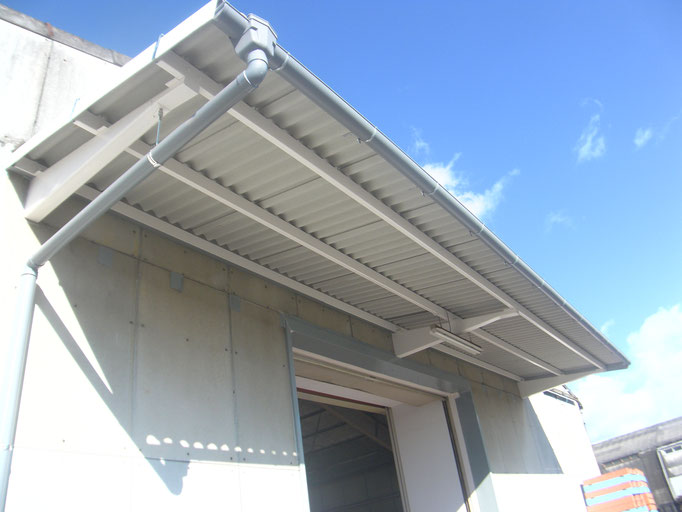 スレート庇改修工事の工事写真