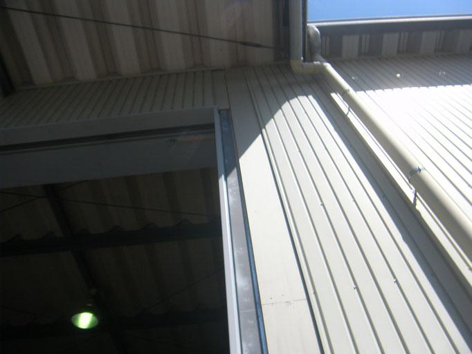 シャッターレール取替の工事写真