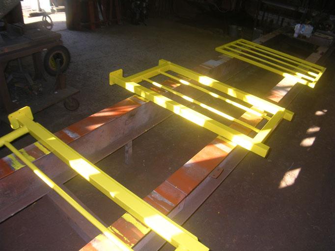 通路開口部安全柵工事の工事写真