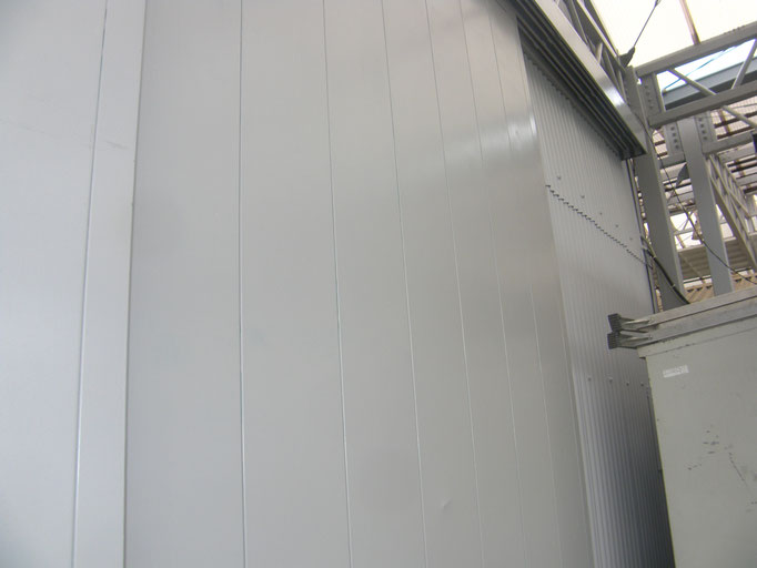 工場外壁塗装工事の工事写真