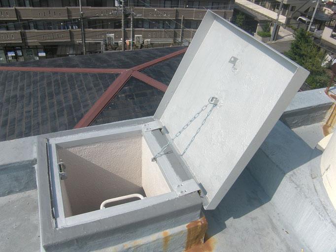 屋上ハッチ改修工事の工事写真