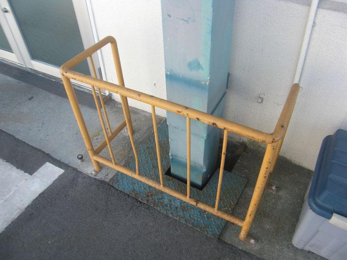 両開きアルミ扉改修工事の工事写真