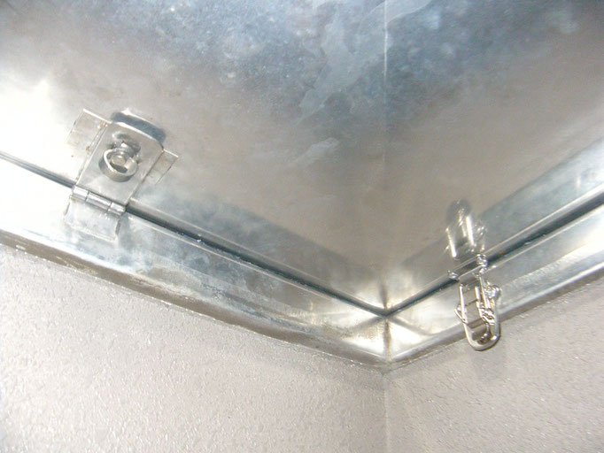 屋上ハッチ不具合補修の工事写真