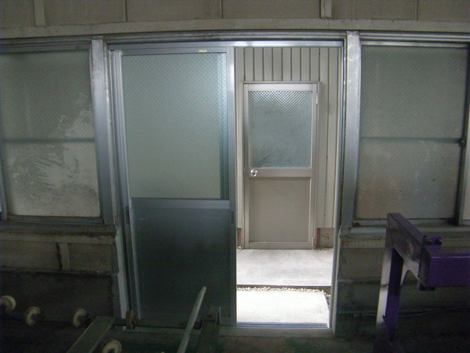 工場出入口新設工事の工事写真