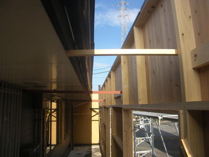 店舗囲い鉄骨補強工事の工事写真