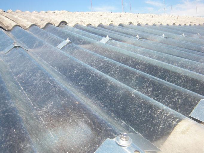 破損採光屋根取替工事の工事写真