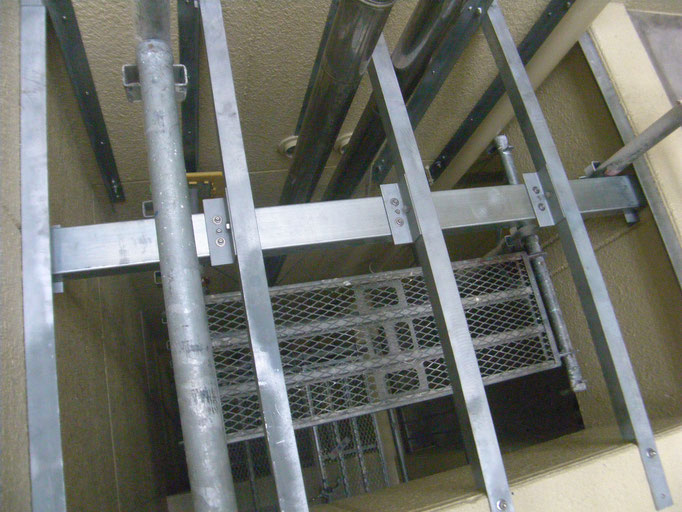吹抜け部床下地鉄骨工事の工事写真