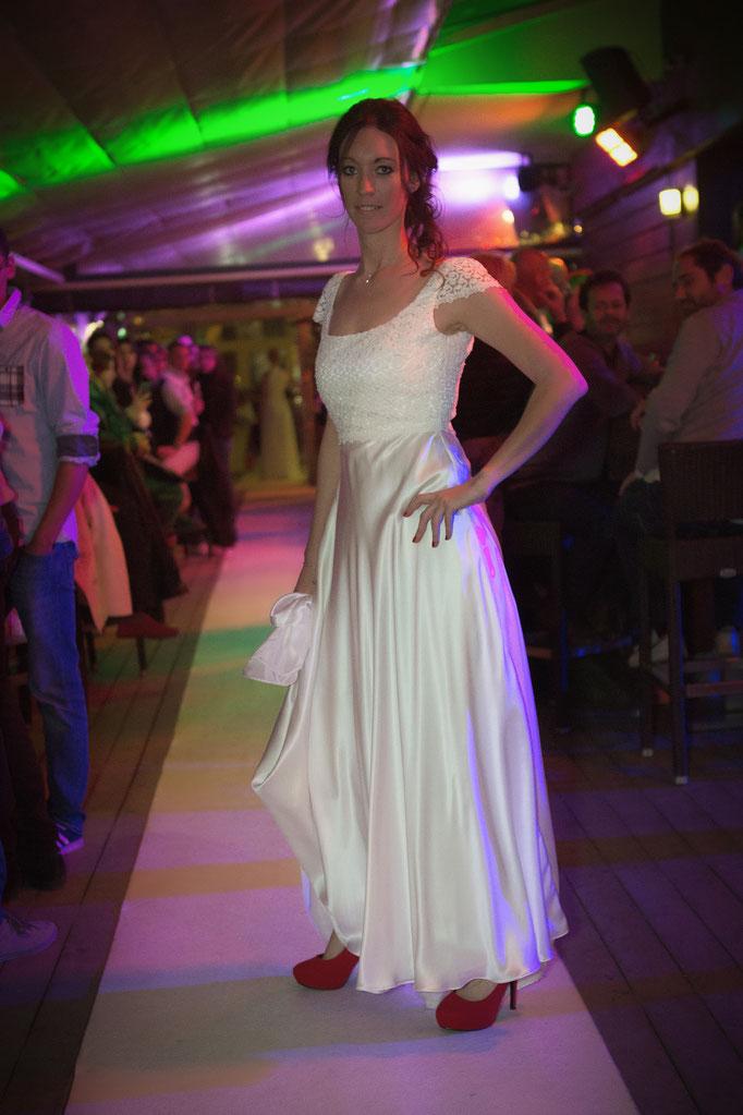 robe de mariée de créateur, guipure perlé et soie