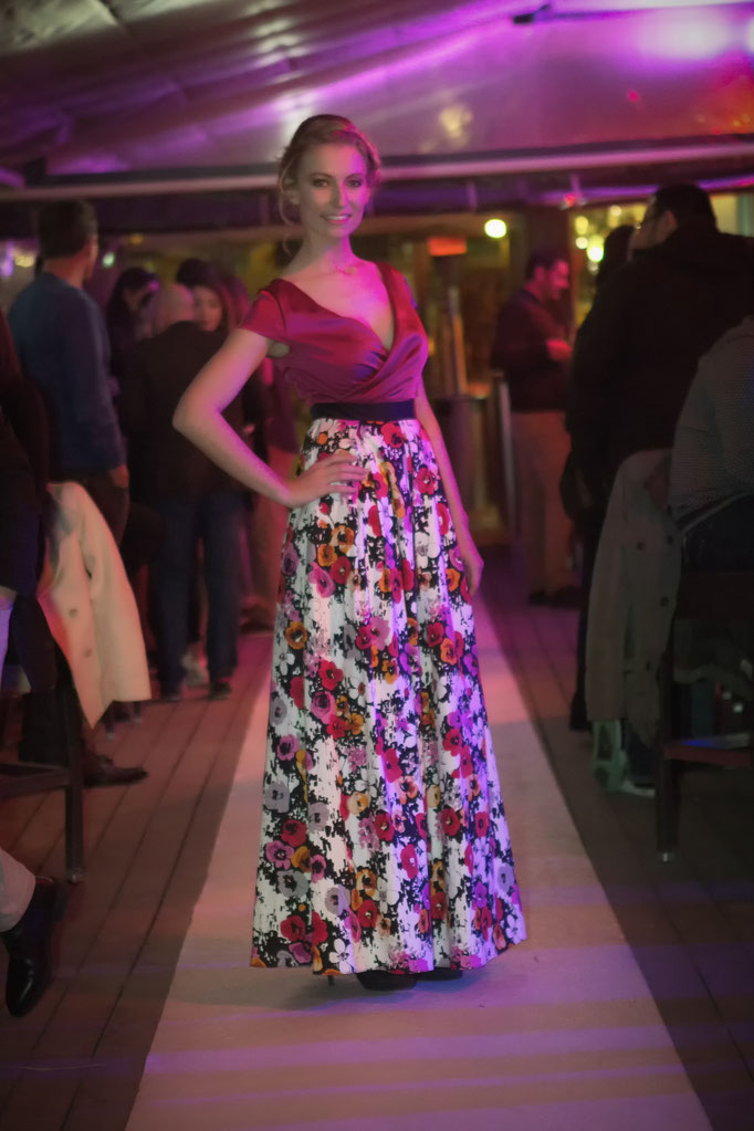 robe de soirée longue fleurie et satin