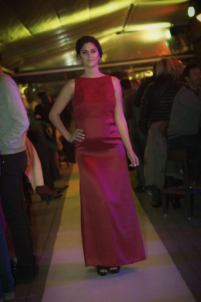 robe longue de soirée, soie et dentelle rouge, dos nu
