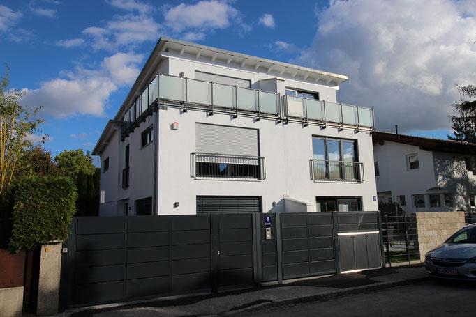 Elegantes Pultdach Doppelhaus in Großhadern