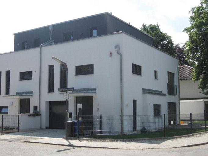 Modernes Bauhaus-Doppelhaus, München Obermenzing