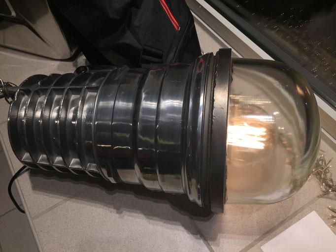 Industrielampe, schwere Qualität, mit Kette zum Aufhängen, incl. Leuchtmittel, 61 x 32 (L x H)