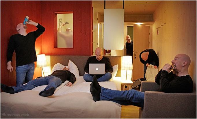 UNTERKUNFT FÜR MEI TEAM während eines Jobs  im Salzburger Lond - I hob die Sieben olle zsammn im Doppelzimmer in am Gasthof untergebrocht. Do missens halt a bissl zsammnkuscheln, aber des wird ja wohl gehn für die paar Dog!