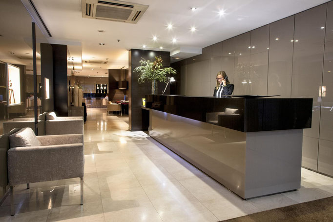 La décoration de votre hôtel : pensez-y !   Qu'il s'agisse de votre hôtel en général ou de celle de ses chambres, la décoration est un élément essentiel lorsqu'on tient un établissement hôtelier.   La décoration d'hôtel : à soigner dans ses moindres détai