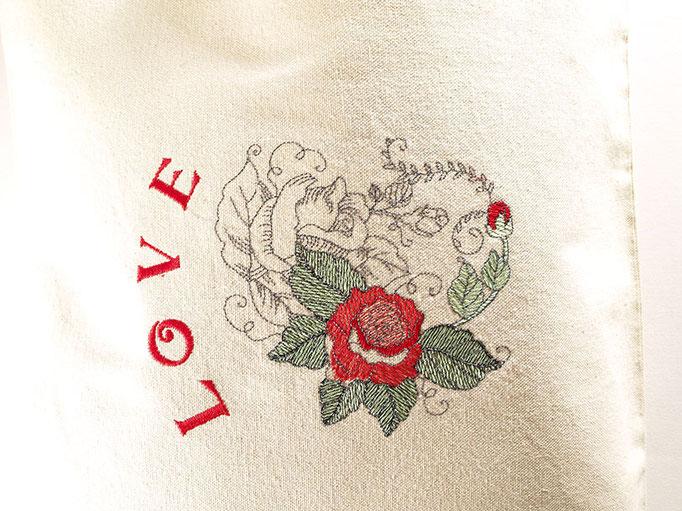 Broderie personnalisée LOVE sur sac cabas