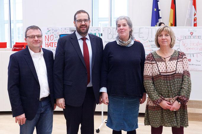 Die Bildungs- und Jugendpolitischen SprecherInnen der Landtagsfraktionen Thomas Günther (SPD), Gordon Hoffmann (CDU), Marie-Luise von Halem (Grüne/B90) und Kathrin Dannenberg (Die Linke) unterstützen die Kampagne.