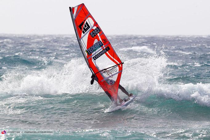 Steffi zerschlitzt die Welle.