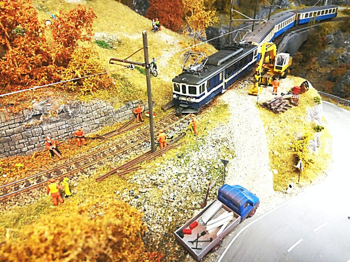 Regionalzug im Bereich der Gleisbaustelle