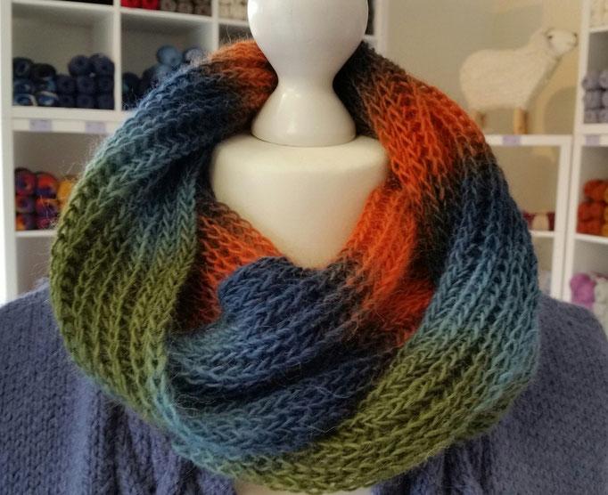 Loop aus italienischem Farbverlaufsgarn Maggia del Colore von monika design yarn