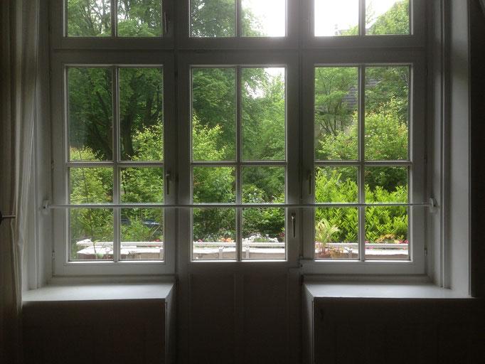 Mittlerweile sind Fenster, Balkon- und Terrassentüren selbst in den oberen kein Hindernis mehr für den Einbrecher. Einbruchschutz Hamburg für Türen und Fenster – ALLES Klar Sicherheitstechnik / Fachbetrieb für Einbruchschutz
