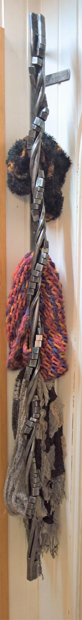 Twist-Qube aus der Telchinen-Schmiede / Garderobe für Schals