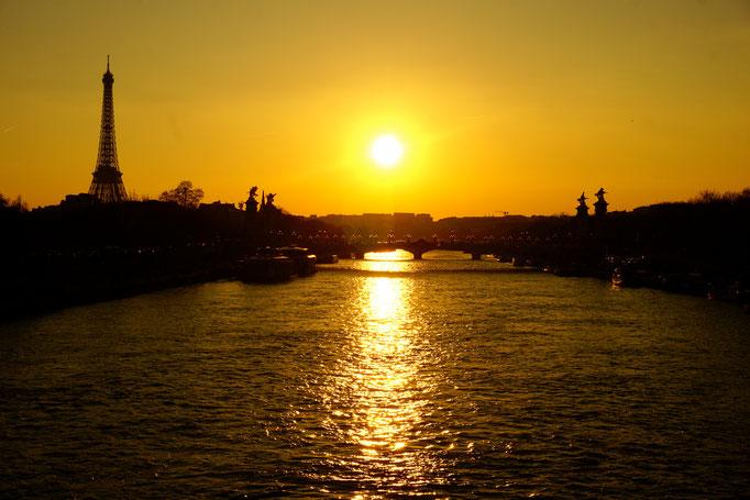 für uns ein letzter Sonnenuntergang über der Seine