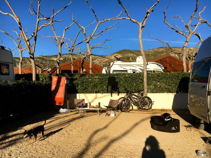 chillen auf dem unkomplizierten Campingplatz im Park