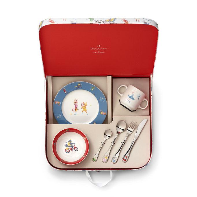 Kinderkoffer befüllt mit Tasse, Teller, Besteck