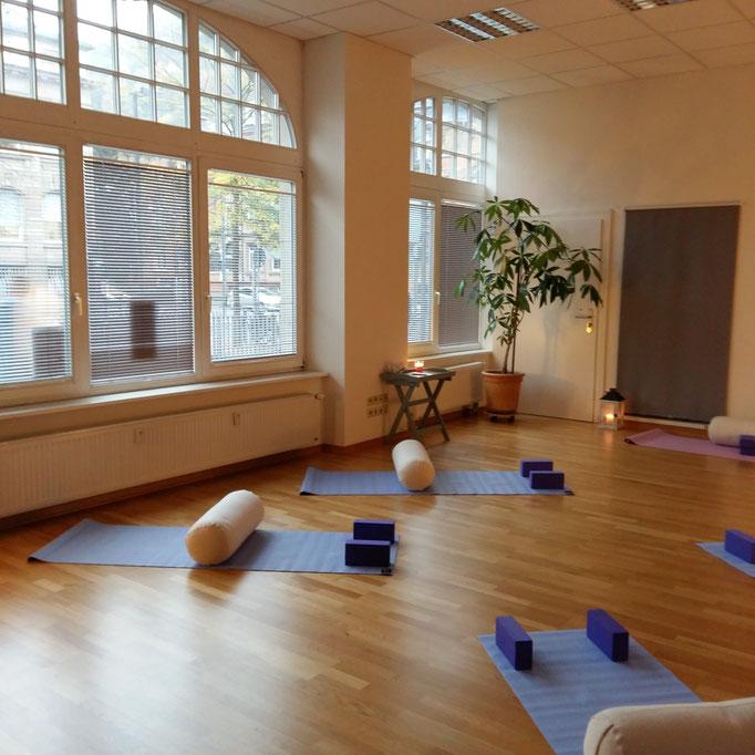 Gesundheitskurse Rückenyoga Yoga für den Rücken Pilates Entspannung