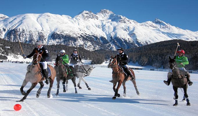 Luxus Ski Reisen - Luxus Hotel & Luxus Chalets in erhabener Lage, Ski in Ski Out, z. B. St. Moritz & Chamonix Schweiz - mit besonderen VIP-Aktivitäten - Snowtrade Royale