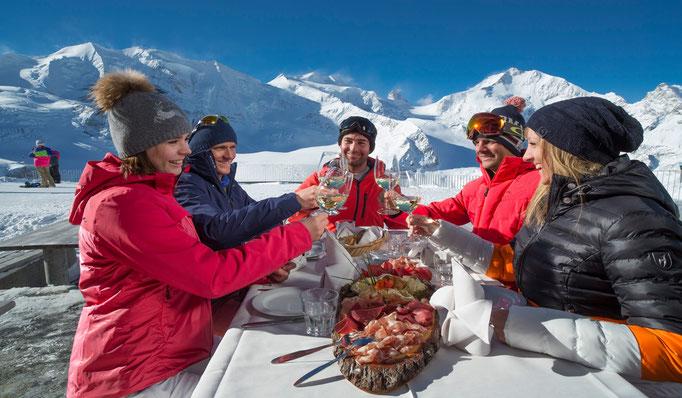 Luxus Hotel & Luxus Chalets in erhabener Lage, Ski in Ski Out, Frankreich, Schweiz, Österreich - mit Gourmet-Service - Snowtrade Royale Luxus Ski Reisen -