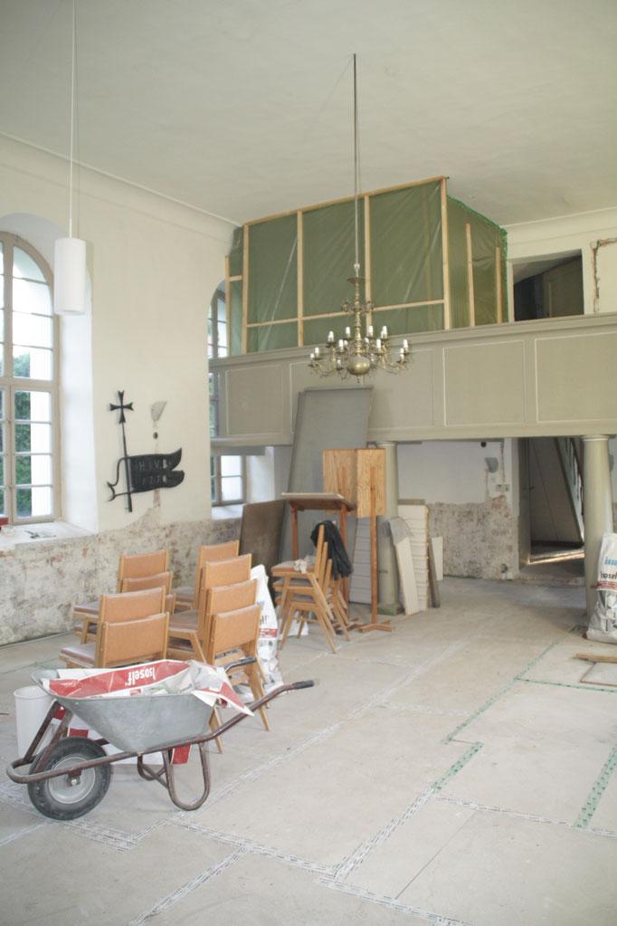 ...unter der grünen Plane wird die Orgel vor Staub und Dreck geschützt