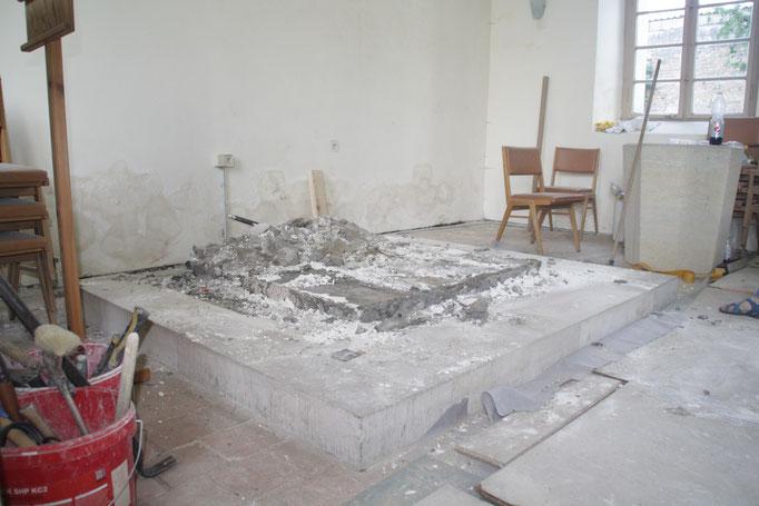 ...Rückbau des Altars