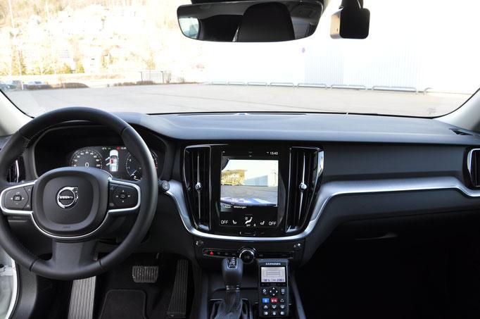 Volvo V60 Demofahrzeug mit Zirkon Lichtbalken