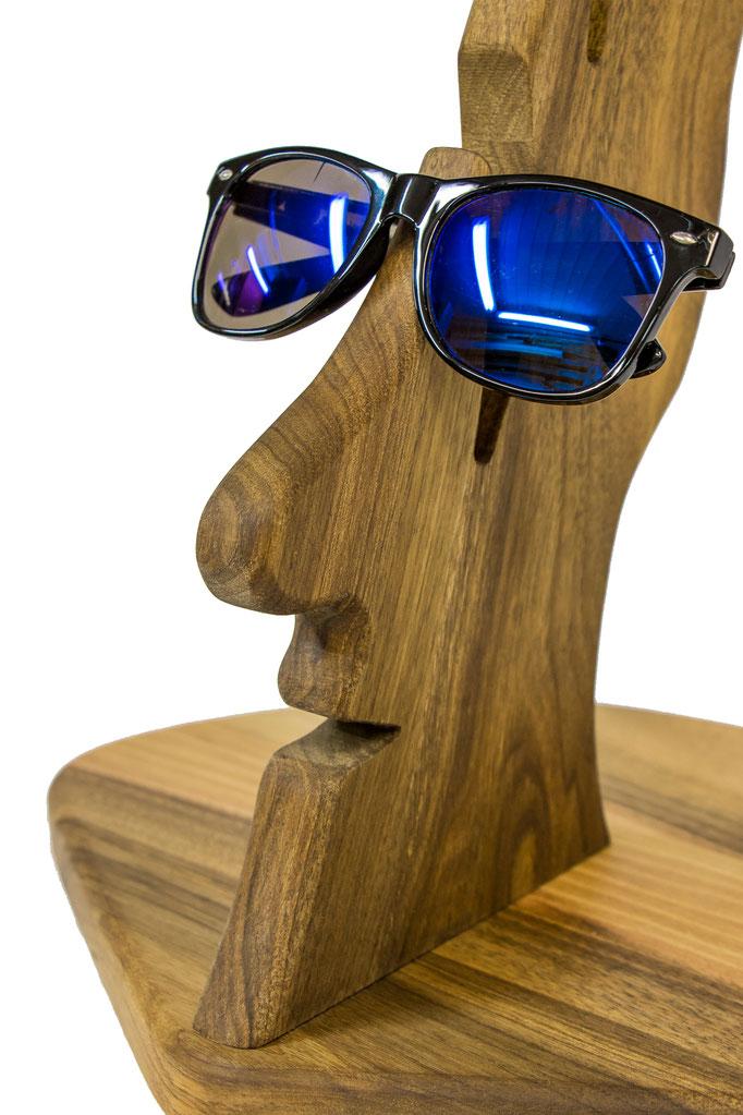 Cooler Brillenhalter für Sonnebrillen und Lesebrillen. Eine tolle Geschenkidee für Brillenträger