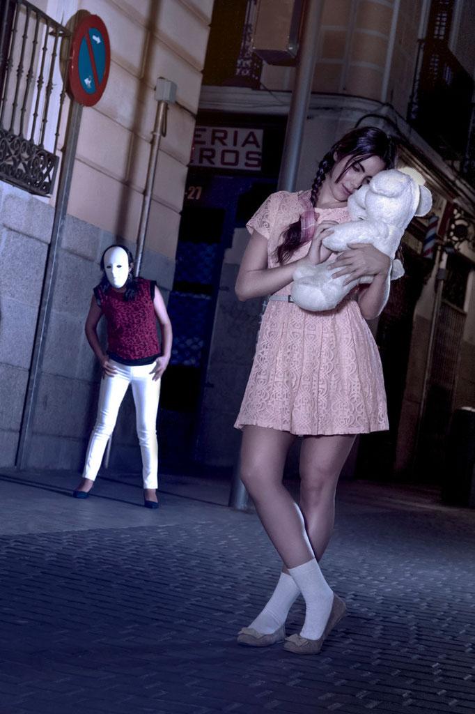 La Niña y La Noche, un proyecto fotográfico de Víctor Cruz