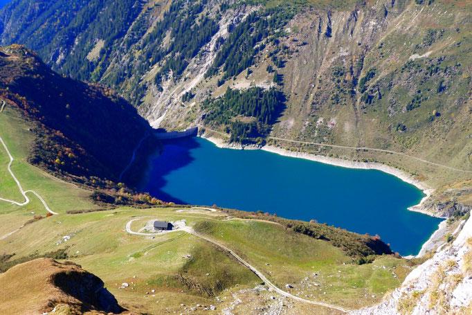 Lac de la Gittaz vu depuis le Roc du Vent