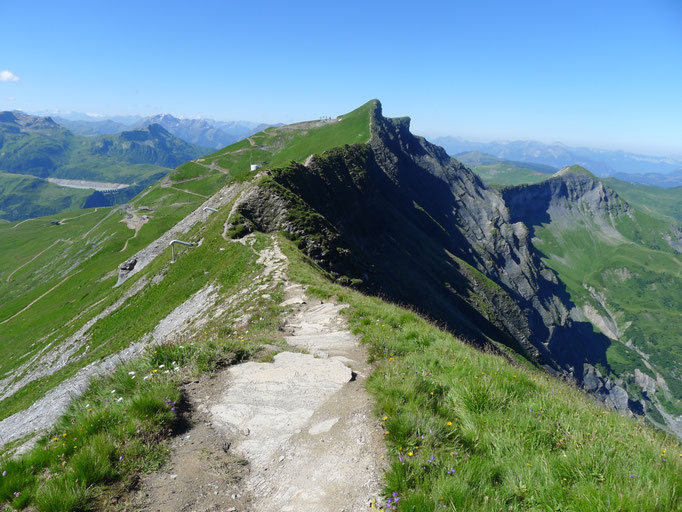 Chemin sur les crêtes qui mène au Mont-Joly