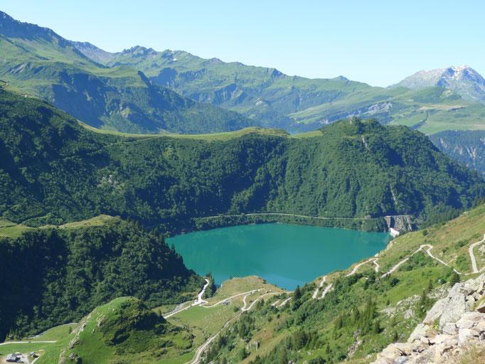 Le lac de la Gittaz vue depuis la route de Planpattier
