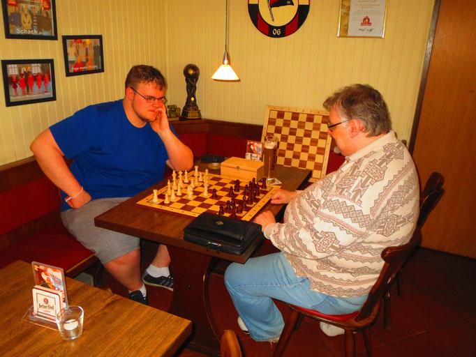 Zwei spielfreie MSVer in Runde 1: Stefan ganz offiziell gem. Spielplan und Thomas durch die Entschuldigung von Désirée.